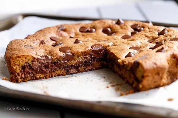 nutella stuffed deep dish skillet cookie sam 39 s kitchen. Black Bedroom Furniture Sets. Home Design Ideas
